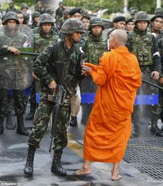Thailand army officer and buddhist monk - Be the change you want to see in the world. ~ Gandhi Don't be afraid to stand up for peace and social justice for all. Gandhi, Bangkok, Thailand, Effects Photoshop, Buddhist Monk, Dalai Lama, People Of The World, Social Justice, Tibet