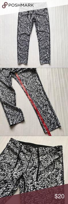 Nike printed leggings Sz S Small black white Nike leggings. Sz S. Great condition. Nike Pants Leggings