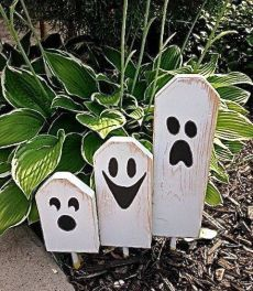 Wooden Fall crafts - Boo Halloween Ghostly Trio of Wooden Block Characters Boo Halloween, Entree Halloween, Halloween Wood Crafts, Halloween Projects, Holidays Halloween, Fall Crafts, Holiday Crafts, Holiday Fun, Wooden Halloween Decorations