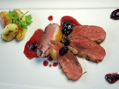 kachni_prsa_s_brusinkami Top Recipes, Steak, Czech Republic, Food, Essen, Steaks, Meals, Bohemia, Yemek