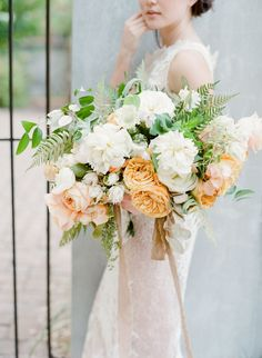 Young Love in Savannah - Workshop   White Mustard Nuetral Alaskan Peony Garden Rose Garden Style Bouquet Gathered by Colonial House of Flowers with Tristan Needham Designs   Photography by The Happy Bloom