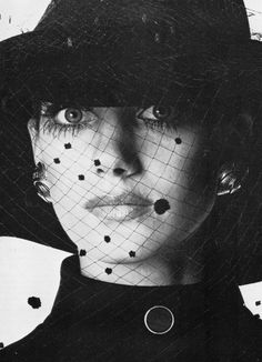 Marisa Berenson by Irving Penn for British Vogue, November 1968 Diana Vreeland, Audrey Fluerot, Paloma Picasso, Irving Penn, Classic Portraits, Still Life Photographers, Portrait Pictures, Vogue Us, People Of Interest