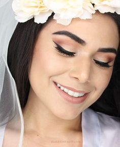 See how I did my fall wedding makeup! Warm eyes and glowing skin for this fall bride. Watch the full tutorial. Fall Wedding Makeup, Wedding Makeup Looks, Unique Makeup, Simple Makeup, Natural Makeup, Natural Beauty, Gorgeous Eyes, Gorgeous Makeup, Beautiful