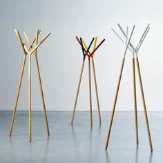 Appendiabiti di design in legno laccato o faggio naturale Game of Trust di Miniforms (finitura in tre colori fuori produzione)