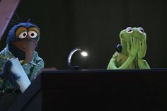 Gonzo and Kermit. Kermit makes the best faces. Jim Henson, Die Muppets, Custom Puppets, Fraggle Rock, The Muppet Show, Miss Piggy, Pop Culture References, Kermit The Frog, Joker And Harley Quinn