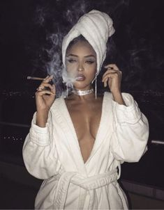 Girl with Cigar: Photo Gangsta Girl, Fille Gangsta, Boujee Aesthetic, Badass Aesthetic, Bad Girl Aesthetic, Rauch Fotografie, Glam Look, Photography Poses, Photo Shoot