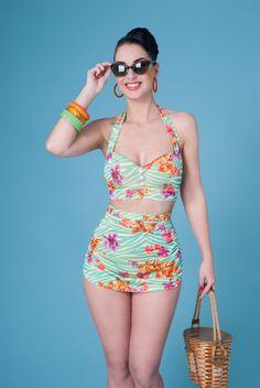 Bikini im 50er Jahre Stil mit Blüten / 50s floral bikini, rockabilly, vintage by Frozen Hibiscus via DaWanda.com