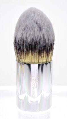 IT Cosmetics Buki Brush Box Holiday Collection - Buki Complexion Perfection Brush