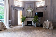 Hôtel Particulier, TownHouse PARIS II | Made by James Les portes et les lambris tous deux d'une grande hauteur, le meuble bibliothèque, meubles muraux et l'agencement en général composés de chêne, d'orme du japon ou de sapelli Made by James @lamaisonjames
