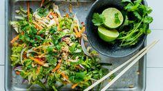 Kyllingsalat à la Vietnam - Oppskrift - Godt. Vegetable Salad, Seaweed Salad, Vietnam, Low Carb Recipes, Frisk, Chili, Chicken, Dinner, Vegetables