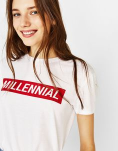 Discover Bershka's new Spring 2020 T-shirt collection for women. Printed, camisole or slogan T-shirts with free delivery on orders over Cool T Shirts, Tee Shirts, Buy T Shirts Online, Geile T-shirts, Organic Cotton T Shirts, Statement Tees, Tee Design, Ladies Day, Shirt Style