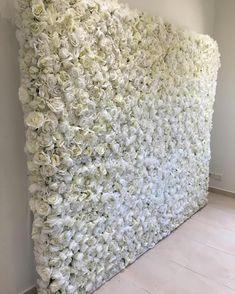 Our Snow White flower wall set up for Mariann's wedding over the weekend 💕 #flowerwallhiresydney #flowerwall #flowerwallco #luxe #instagood…