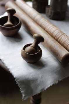 Gorgeous mortar and pestle set with reversible ends for different consistencies! Fabulous!