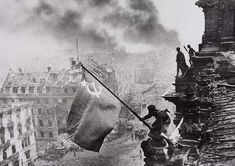 Top 10 alte Schwarz-Weiß Fotos in der Geschichte | KunsTop.de http://kunstop.de/top-10-alte-schwarz-weiss-fotos-in-der-geschichte/ #Top10 #alte #SchwarzWeiß #Fotos #Geschichte #KunsTop