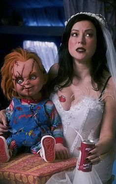Why Child's Play Is the Perfect Horror Movie Remake full article Horror Icons, Horror Films, Horror Art, Slasher Movies, Horror Movie Characters, Tiffany Bride Of Chucky, Chucky Movies, Childs Play Chucky, Scary Wallpaper