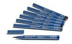 Eye Liner Feutre EYE CARE. Formulé pour ne pas s'effriter après séchage, ce feutre eye liner haute tolérance permet de souligner ou modifier la forme de l'œil en traçant un trait net et précis grâce à sa pointe fine. Un maquillage modulable selon la pression exercée sur la pointe, pour un trait plus ou moins épais. Longue tenue et très simple d'utilisation, il embellit le regard en un geste. Ne doit pas être utilisé avec le port de lentilles de contact (risque de coloration irréversible)…