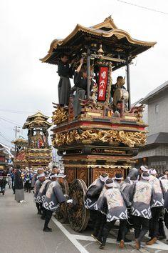 Festival floats (hikiyama) in Johana, Toyama, Japan 城端曳山祭