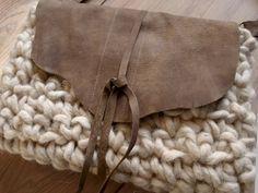 Hip boho mocca leer gehaakt clutch schoudertas van Franellie op DaWanda.com