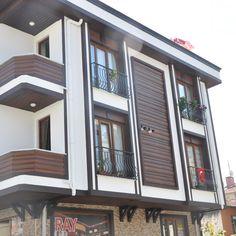Facade Design, Exterior Design, 3 Storey House Design, Classic Building, Beste Hotels, Classic Architecture, Design Hotel, Exterior Paint, Outdoor Decor