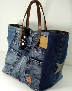 Discover thousands of images about Jeans Taschen Keine Schnittmuster, nur Inspiration Blue Jean Purses, Denim Tote Bags, Diy Denim Purse, Denim Ideas, Denim Crafts, Recycled Denim, Fabric Bags, Sewing, Denim Patchwork