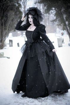 Winter #Goth girl in Victorian dress Dark Beauty, Gothic Beauty, Victorian Gothic, Gothic Lolita, Gothic Steampunk, Victorian Fashion, Gothic Girls, Gothic Fashion, Gothic Drawings