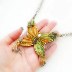 Farfalla  Ciondolo Embroidery con Seta Shibori  Giallo di archidee, €30.00