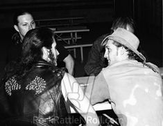 Layne Staley & King Diamond hanging out backstage at Starplex Amphitheater in Dallas, TX; October 📷possibly Michael Insuaste. Jerry Cantrell, Mad Season, King Diamond, Layne Staley, Tortured Soul, Alice In Chains, Rock Legends, I Can Relate, Most Beautiful Man