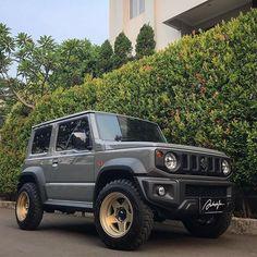 Typical British, Jimny Suzuki, Ac Vent, Rear Mirror, Lexus Lx570, Suzuki Cars, British Summer, Dream Garage, Land Rover Defender