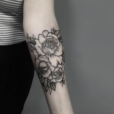Blackwork florals by Zmierzloki