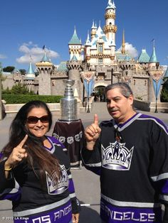 Lots of Kings fan were surprised to see Stanley @Disneyland earlier this week..