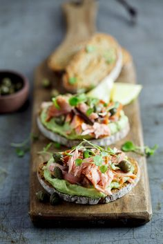 Open Face Sandwiches: Rye with creamed avo and smoked trout Bruschetta, Smoked Trout, Smoked Salmon, Poached Salmon, Cooking Recipes, Healthy Recipes, Seafood Recipes, Antipasto, I Foods