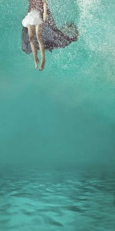 Soft Collisions by Mallory Morrison: Underwater conceptual fine art photographer based in Los Angeles, CA. Under The Water, The Shape Of Water, Under The Sea, Underwater Art, Underwater Photography, Underwater Photoshoot, Photography Poses Women, Art Photography, Fishing Photography