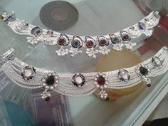 Our fun close of this season's newest leg band tatto styles for ladies. Payal Designs Silver, Silver Anklets Designs, Silver Payal, Anklet Designs, Bridal Jewelry, Silver Jewelry, Silver Necklaces, Schmuck Design, Bracelets