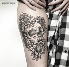 This specific design can work well either as a sunflower sleeve tattoo or a sunflower shoulder tattoo. whichever location it might be, you have to admit Sunflower Tattoo Meaning, Sunflower Tattoo Simple, Sunflower Tattoo Shoulder, Sunflower Tattoos, Sunflower Tattoo Design, Shoulder Tattoo, Skull Tattoos, Foot Tattoos, Black Tattoos