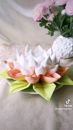 Rose Crafts, Butterfly Crafts, Flower Crafts, Fancy Napkin Folding, Folding Napkins, Paper Flowers Craft, Diy Flowers, Paper Crafts, Diy Crafts Hacks