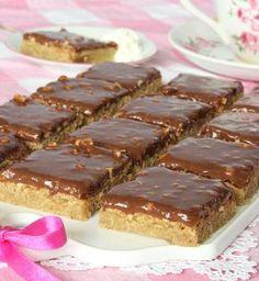 schweizernötsrutor8 Gluten Free Desserts, Cookie Desserts, No Bake Desserts, Cookie Recipes, Dessert Recipes, Bagan, Swedish Recipes, Food Cakes, Sweet And Salty
