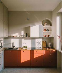Red Kitchen Cabinets, Melamine Cabinets, Navy Cabinets, Kitchen Dining, Kitchen Decor, Design Apartment, Ikea Frames, Low Cabinet, Küchen Design