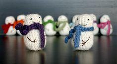 Crochet Mini Snowmen ... I wish I could make these.