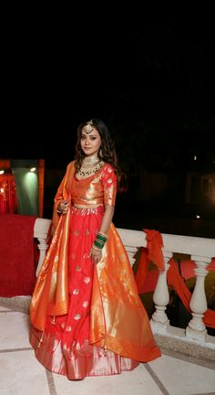 Banarsi silk lehenga for wedding Red lehenga Banarsi Wedding Indian Dress Up, Indian Fashion Dresses, Indian Gowns, Indian Attire, Banarasi Lehenga, Silk Lehenga, Frock Fashion, Women's Fashion, Choli Dress