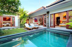 Villa Vidya in Seminyak, Bali Vidya Bali Villa is located on Jalan Nakula, on a quiet area far from the noise and agitation. But perfectly located, only at 5 minutes from Kuta and the centre of Seminyak with all its… Dream Home Design, House Design, Bali Style Home, Pool Bedroom, Bali House, Farm Plans, Villa, Dream House Exterior, Tropical Houses
