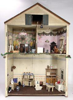 Ladenburger Spielzeugauktion Antique Dollhouse, Dollhouse Dolls, Antique Dolls, Vintage Dolls, Dollhouse Ideas, Doll Furniture, Dollhouse Furniture, Dollhouse Interiors, Tiny Dolls