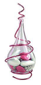 Posées sur vos tables ou suspendues, nos bulles translucides en pvc brillant rehaussées par un fil en laiton à modeler à votre guise feront sensation auprès de vos invités ! http://www.mariage.fr/bulle-pvc-translucide-contenant-dragees.html