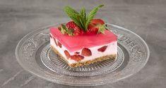 Γιαουρτογλυκό με ζελέ και φράουλες Jello Recipes, Raw Food Recipes, Sweet Recipes, Oat Cookies, Processed Sugar, Cookie Crust, Summer Desserts, Cream Cake, Quick Easy Meals