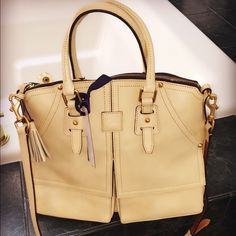 BNWT DOONEY & BOURKE leather handbag. $200 Gorgeous tan leather brand new with tags. 14 in wide X 11.5 in high Dooney & Bourke Bags Satchels
