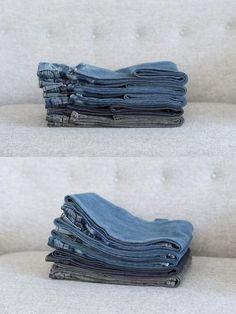 The way to fold even jeans Konmari, Home Organization Hacks, Closet Organization, Organizing, Organizar Closets, Folding Jeans, Ideas Para Organizar, Small Room Bedroom, Home Hacks