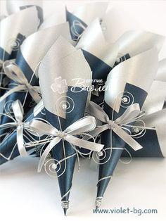 Blue wedding invitation scroll, blue wedding from www.violet-bg.com and www.violet-weddinginvitations.com