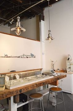 Beautiful & Creative Jewelry Store Designs - Jewelry Display Ideas - - Jewelry Ideas - The Best Jewelry Gift Ideas for the Holidays Shop Interior Design, Retail Design, Interior Decorating, Jewellery Shop Design, Jewelry Shop, Glass Jewelry, Jewellery Displays, Jewelry Dish, Jewelry Storage
