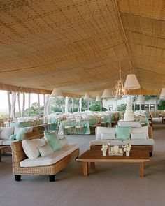 The+reception's+open-air+lounge+invites+the+sea+breeze+to+linger.