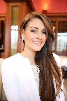 Rolene Strauss is a South African model and beauty queen who was crowned Miss South Africa 2014 and in December the same year won Miss World 2014 in London. Braids Hairstyles Pictures, African Braids Hairstyles, Hair Pictures, Braided Hairstyles, Beautiful South African Women, Beautiful Women, Miss World 2014, Celebrity Stars, African Models