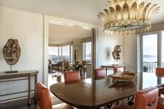 Inside a San Francisco Aerie by Suzanne Tucker San Francisco Design, Pacific Heights, Oversized Mirror, Furniture Design, Dining Room, Africa, Chandelier, Home Decor, Candelabra